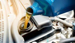 Filling motor oil